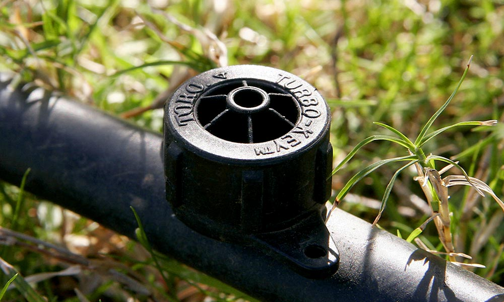 Close up of an irrigation dripper. After traveling through tubes, water slowly drips out of the head, which is called an emitter. Photo by Fir0002/Flagstaffotos.